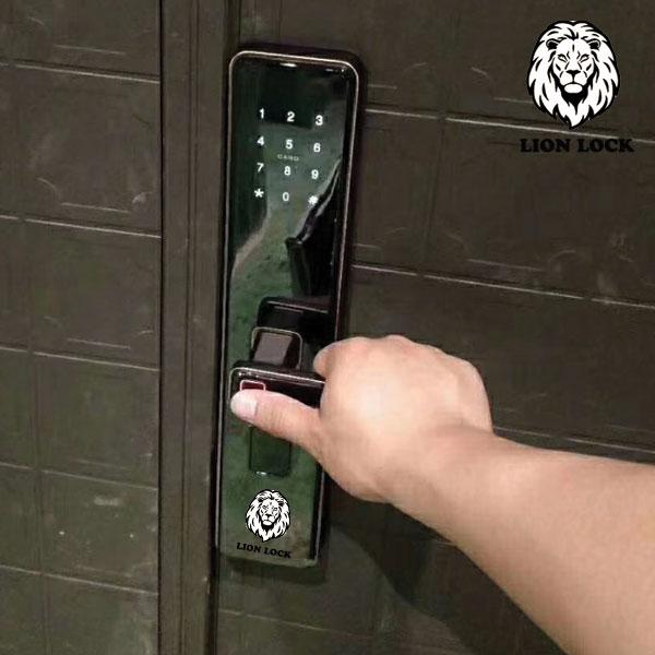 Cách đặt dấu vân tay để mở cửa