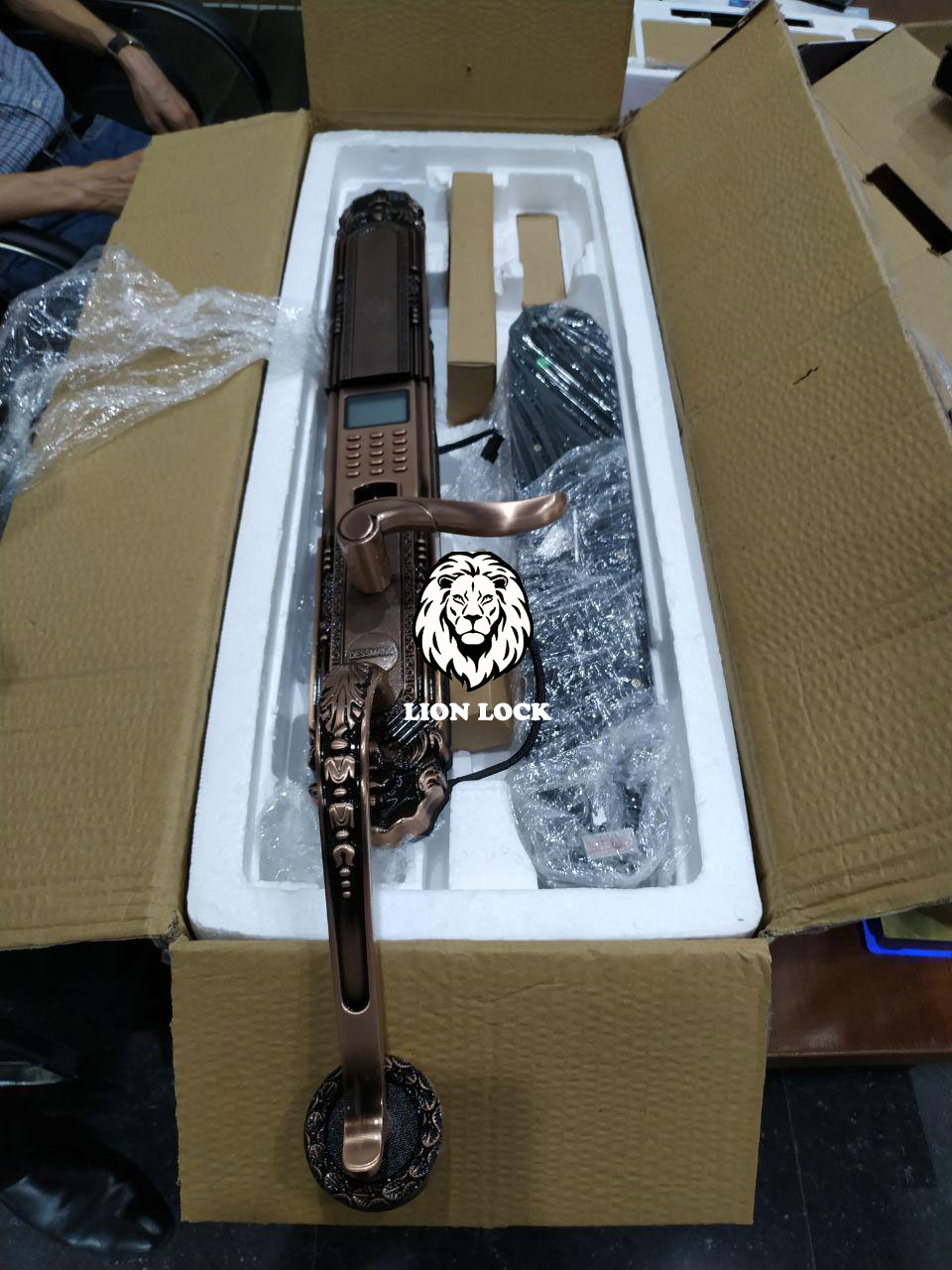Hình ảnh thực tế Khóa cửa vân tay tân cổ cao cấp Dessmann K5
