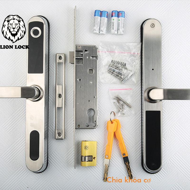 Dùng chìa khóa cơ để mở khóa khi khóa hết PIN