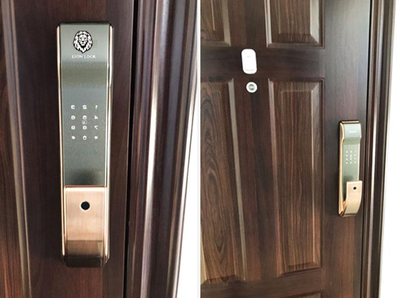 Lắp đặt khóa vân tay cho cửa gỗ chung cư