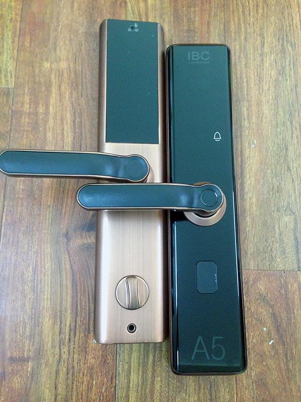 khóa cửa vân tay a5