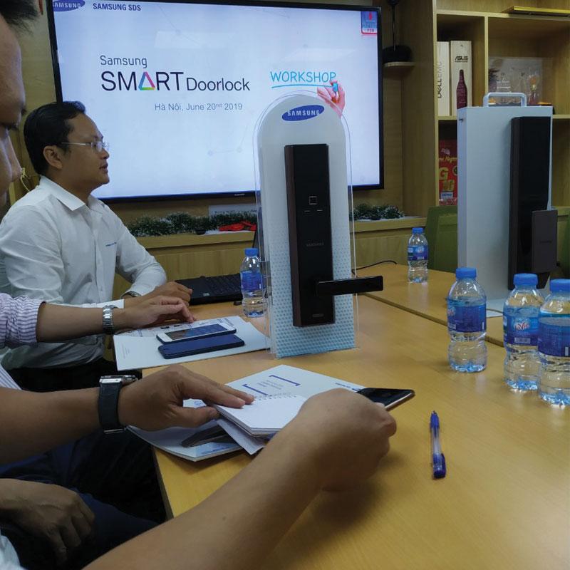 Khóa Cửa Điện Tử Samsung SHP-DH538