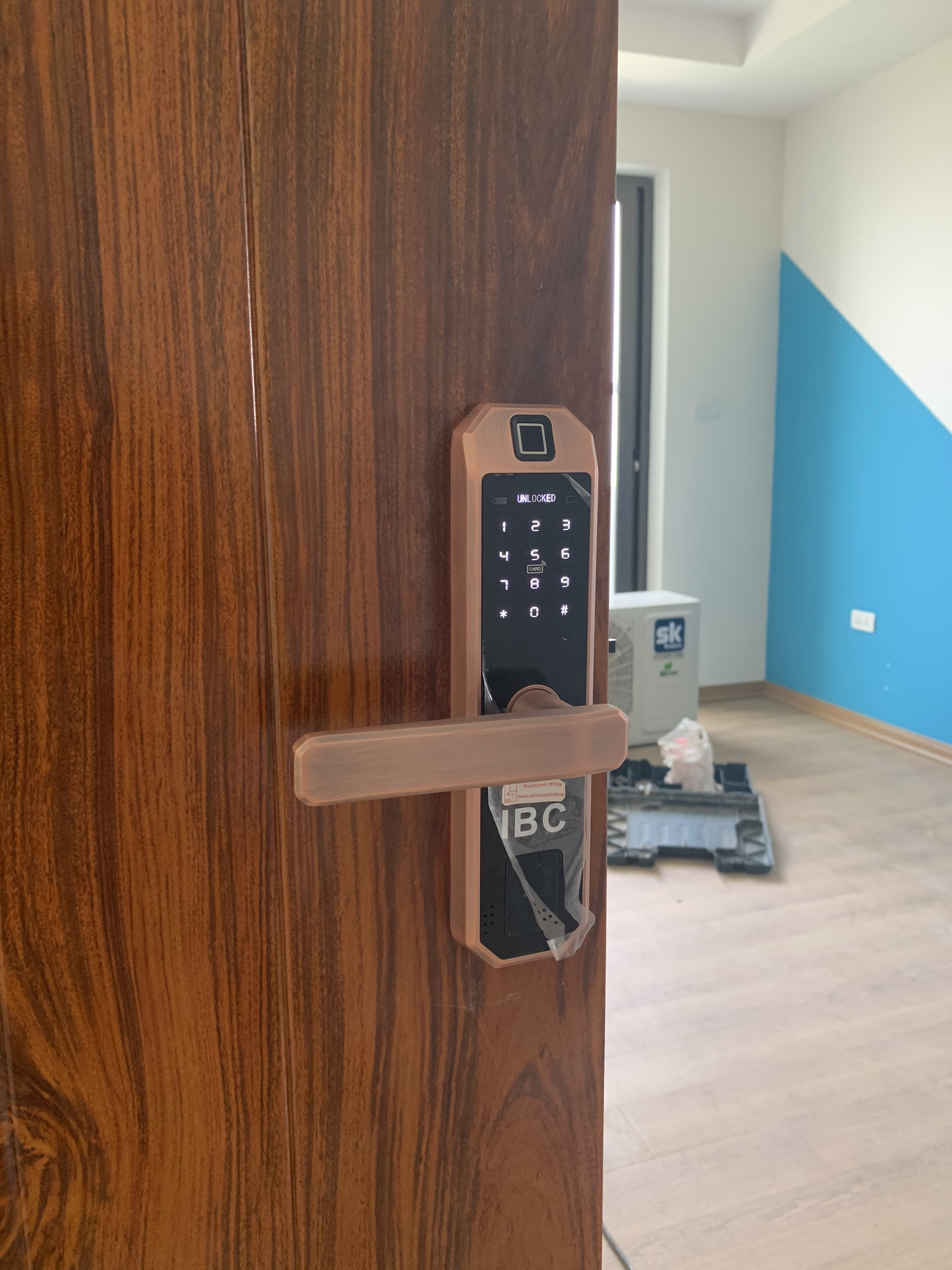 Lắp khóa cửa gỗ chung cư